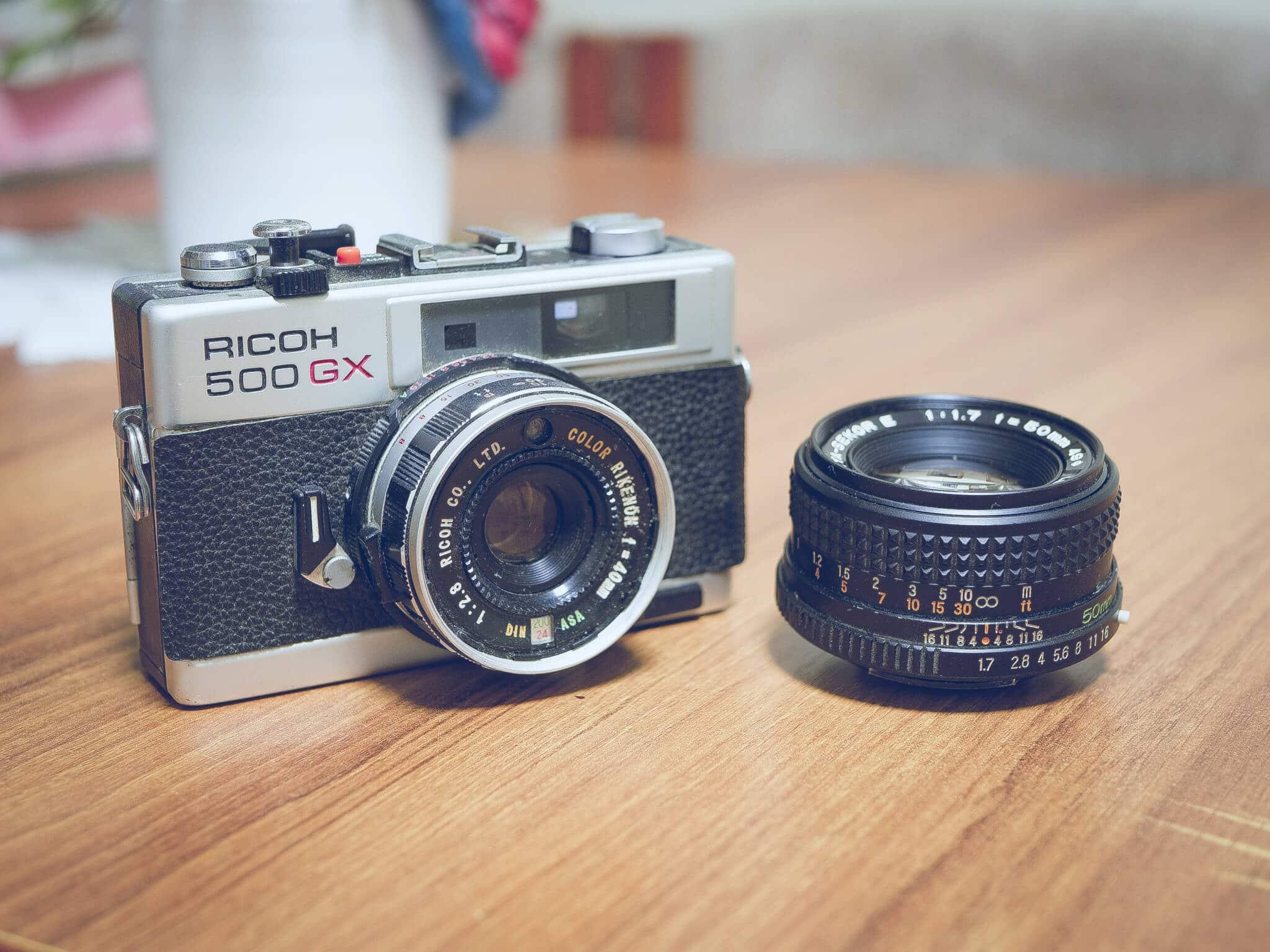 Oude camera met lens
